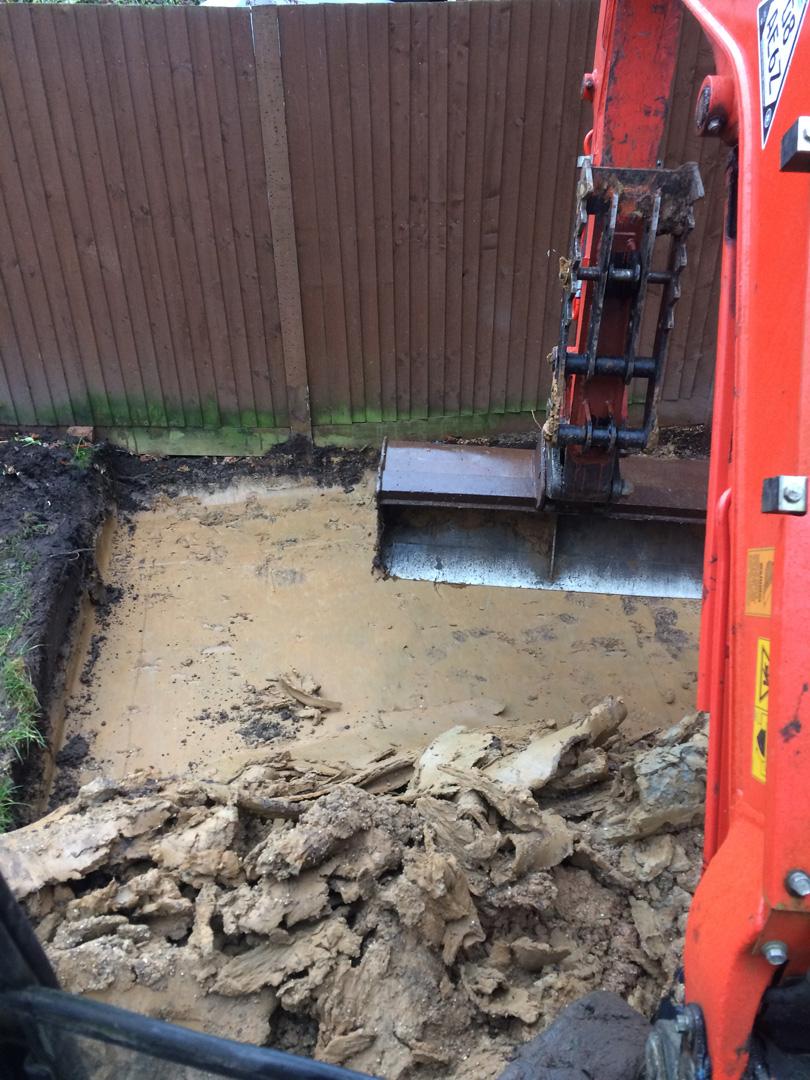 Digger and diver hire small jobs Berkshire Hampshire Surrey patio excavation