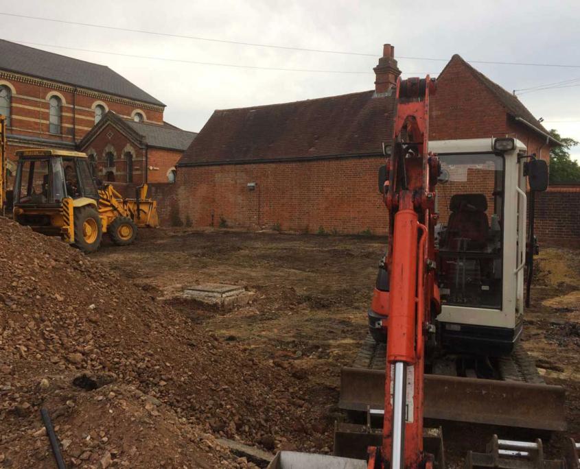 Excavator hire with driver Wokingham Berkshire Hampshire Surrey excavator hire JCB hire Wokingham