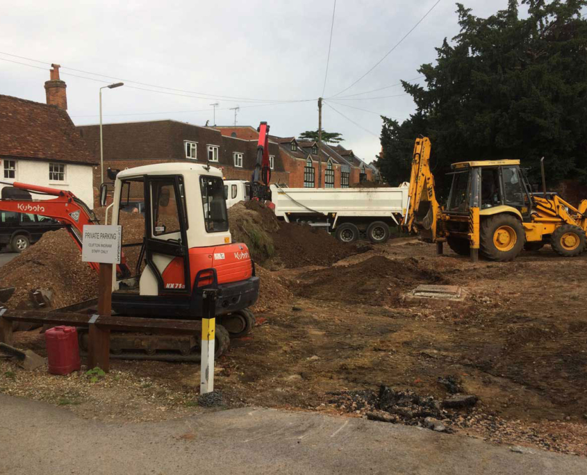 Excavator hire with driver Wokingham Berkshire Hampshire Surrey excavator hire JCB hire muck away lorry hire