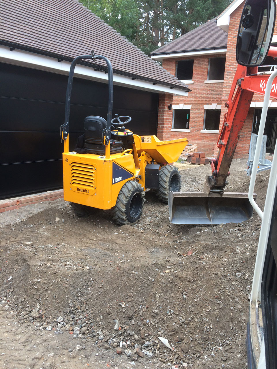 Excavator hire with driver Wokingham Berkshire Hampshire Surrey excavator hire skip loader hire Berkshire Hampshire Surrey