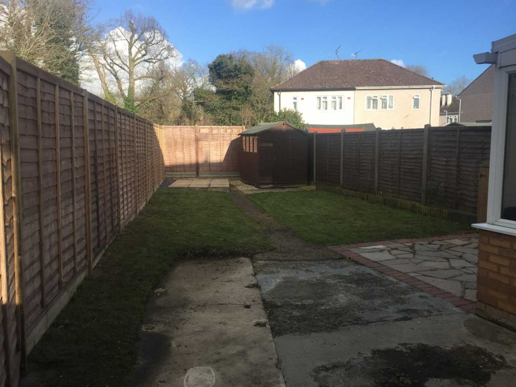 Image of fencing in Wokingham - Fencing Berkshire, Fencing Hampshire, Fencing Surrey - Fencing contractors Winnersh - Fencing contractors Wokingham - Fencing Windsor - Fencing Ascot - Let The Digger Do It Fencing Contractors