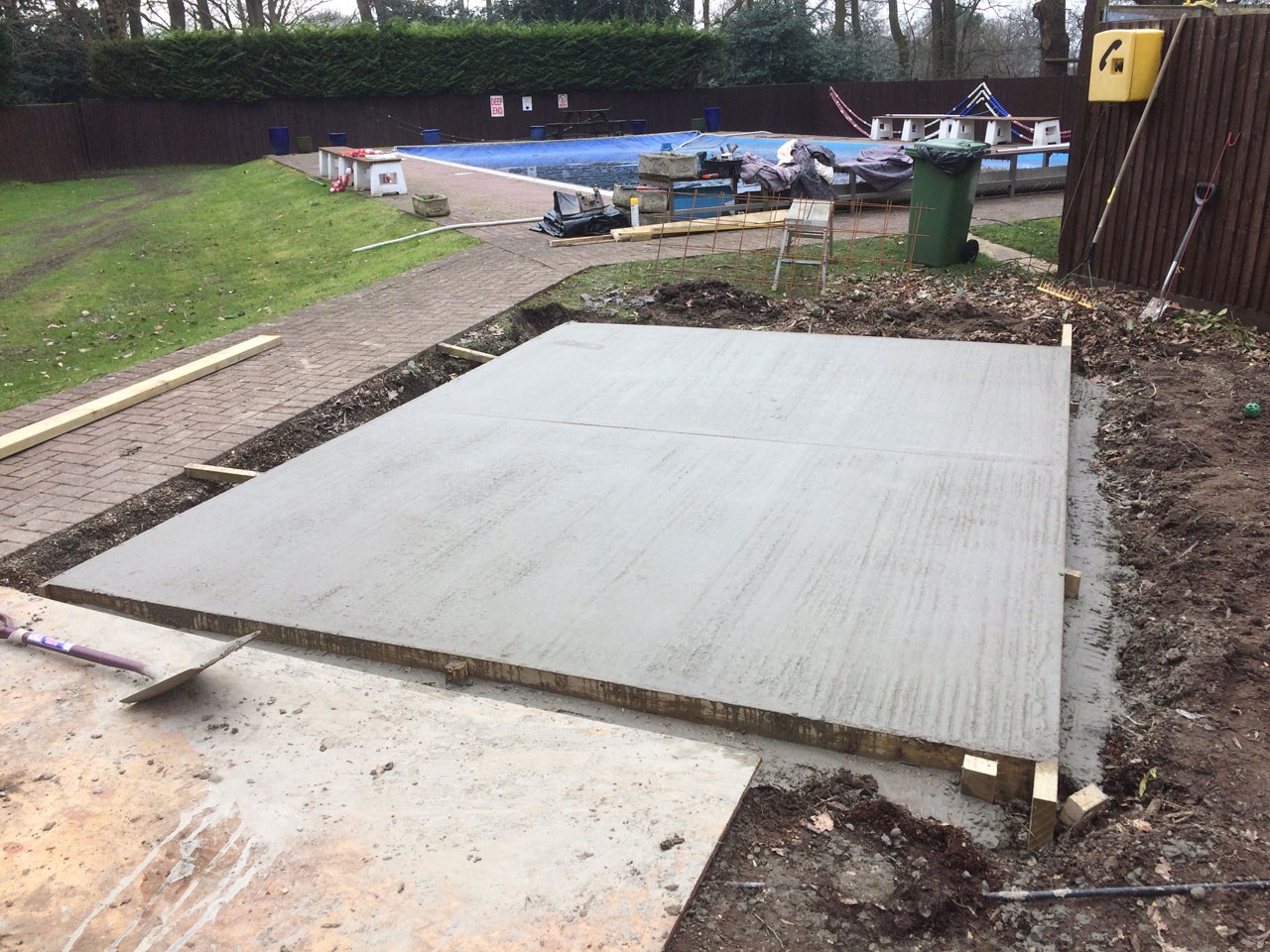 Foundations Berkshire Hampshire Surrey - small foundations for sheds and outbuildings Berkshire Hampshire Surrey