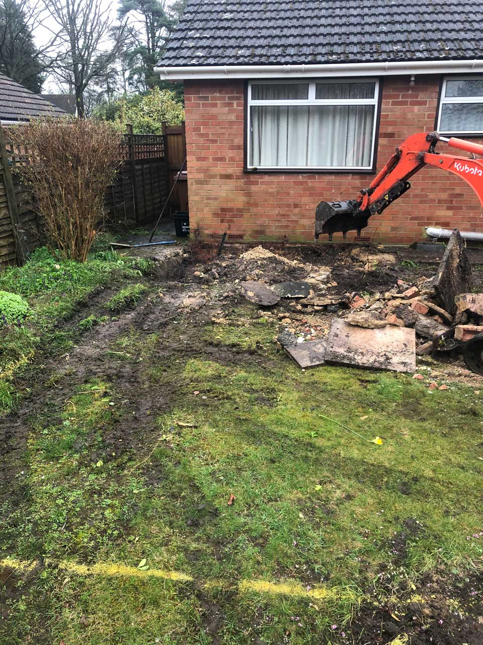 Mini excavator hire with driver for digging footings Wokingham Berkshire Hampshire Surrey