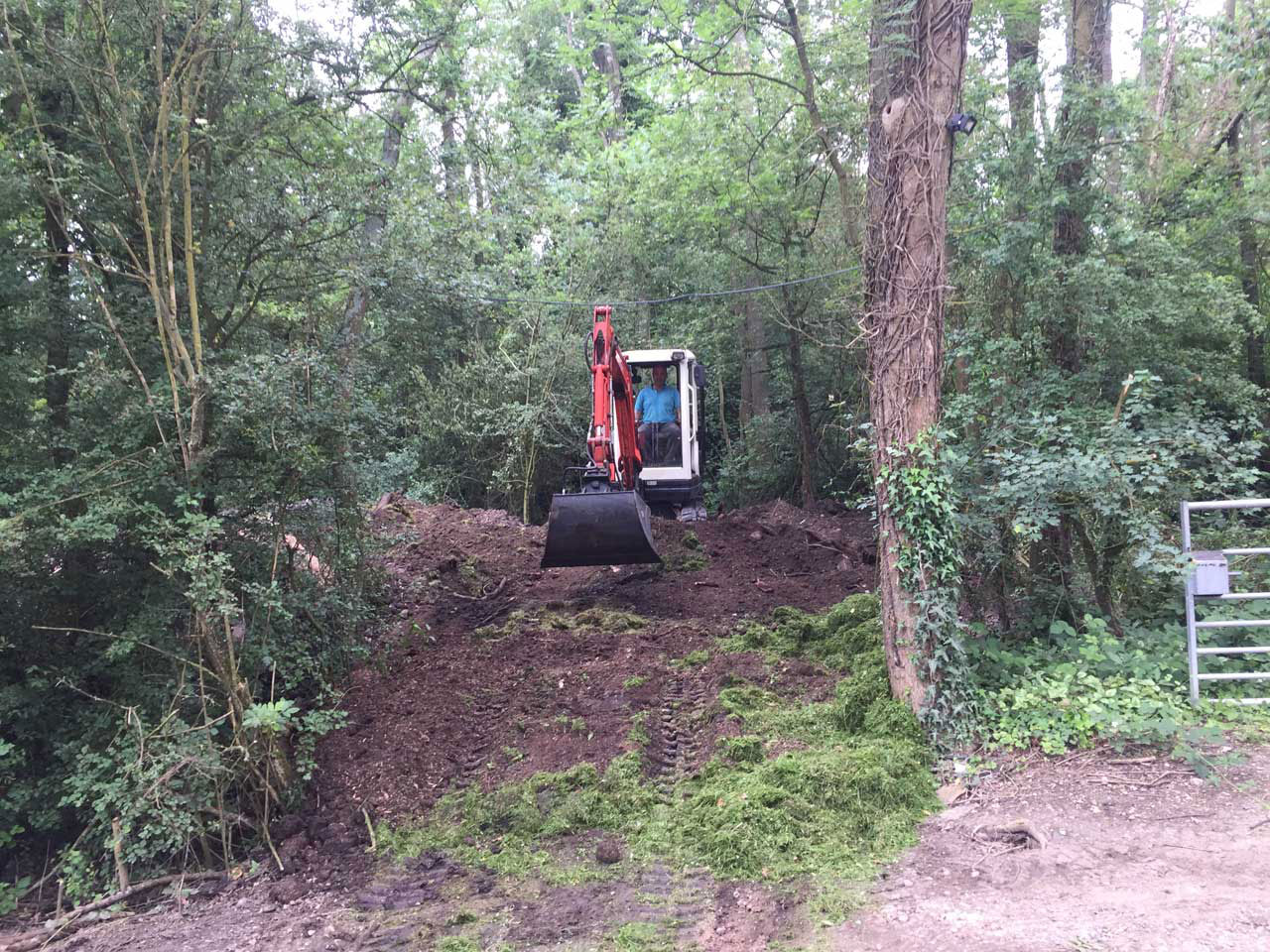 Site and land clearance Berkshire Hampshire Surrey - digger hire with driver for clearing land Berkshire Hampshire Surrey