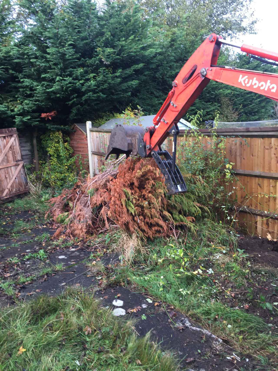 Site-clearing - site clearance - land clearance - land clearing Berkshire Hampshire Surrey - digger hire with a driver for land clearance Berkshire Hampshire Surrey