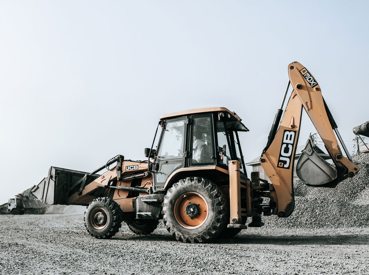 Digger hire with driver Berkshire Hampshire Surrey JCBs and Kubotas